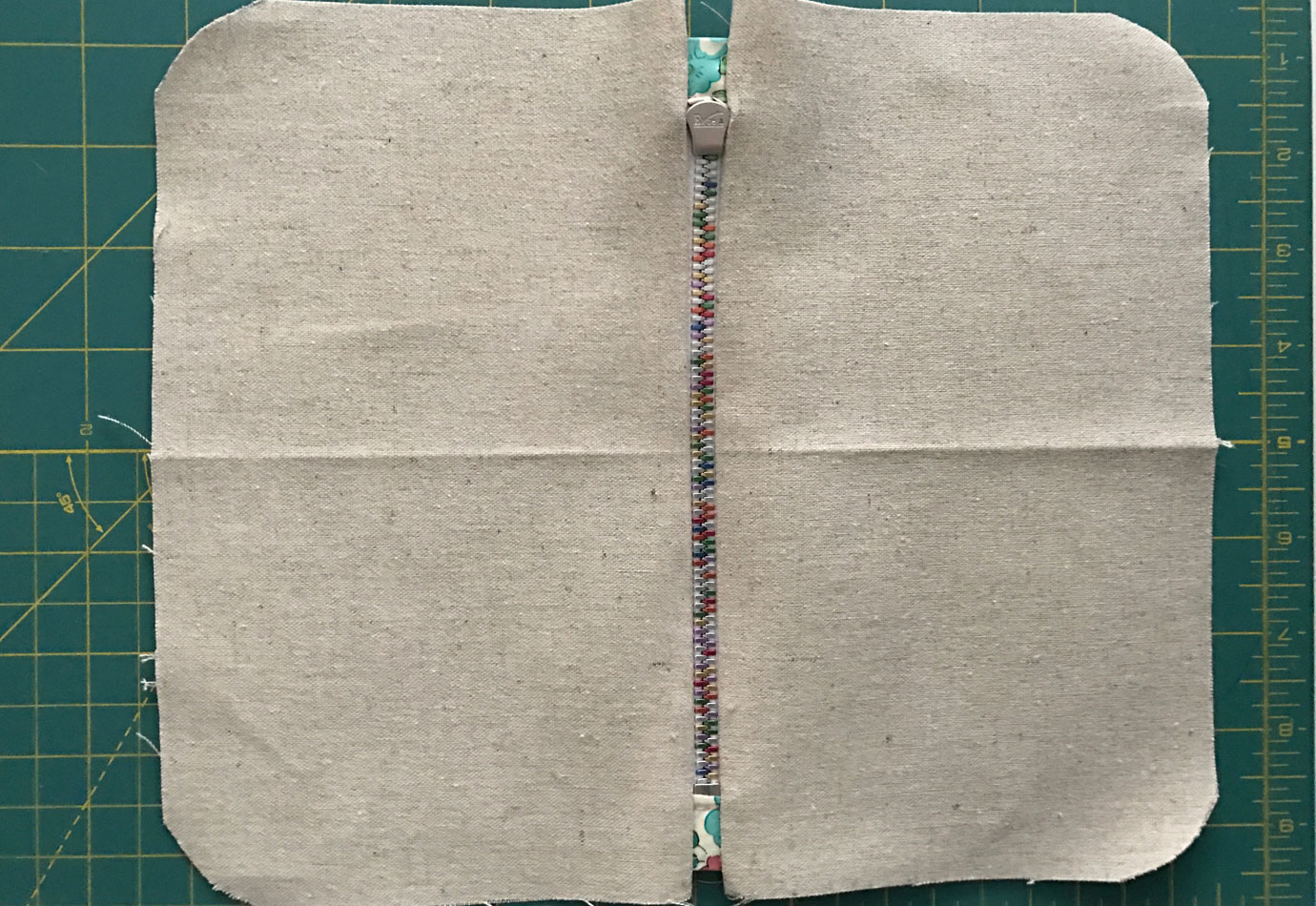 sew-zipper-to-lining3