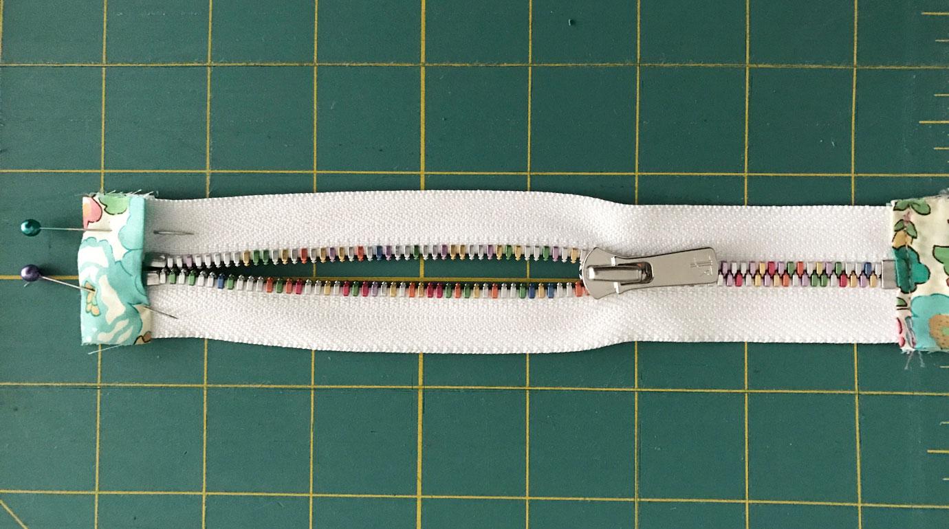zipper-tab-pins
